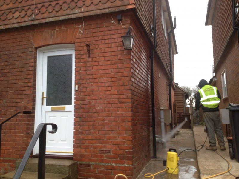 cleaning-down-brickwork